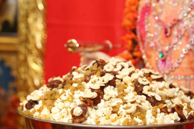 Lord Shree Swaminarayan dines on popcorn, dried fruits and nuts