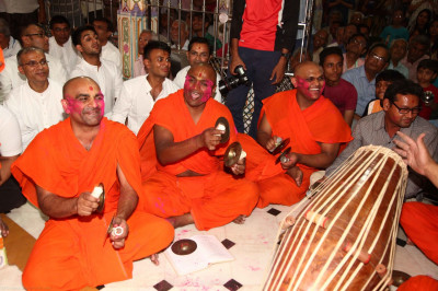 Sants perform devotional songs accompanied by various percussion instruments