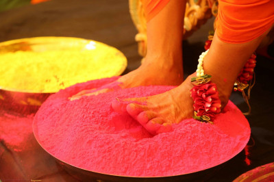 Divine darshan of His Divine Holiness Acharya Swamishree's divine lotus feet in the coloured powder