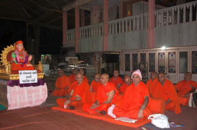 Sants and disciples sing kirtans during the gathering