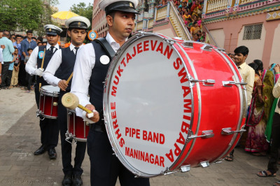 Shree Muktajeevan Swamibapa Pipe Band during the procession