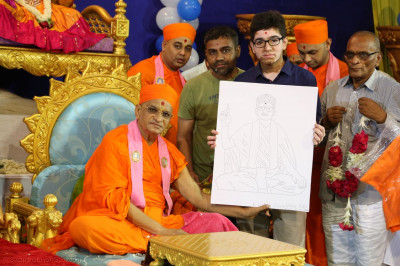 Acharya Swamishree Maharaj gives darshan to a disciple