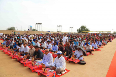 Over 1300 disciples uniformly seated perform the ceremony