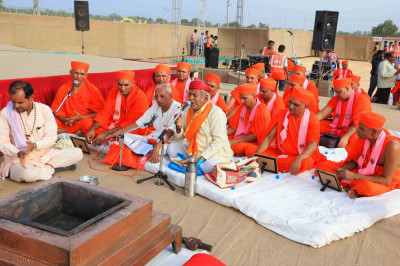 Sants also take part in maha yagna ceremony