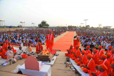 Acharya Swamishree Maharaj performs aarti during the ceremony