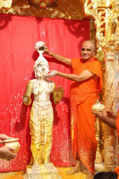 Shree Harikrishna Maharaj being bathed with yogurt