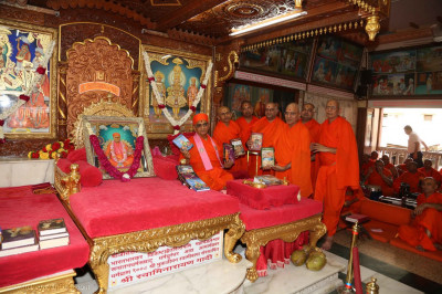 Acharya Swamishree Maharaj inaugurates new editions of sacred scriptures
