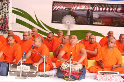 Sants sing devotional songs as part of His Divine Holiness Acharya Swamishree's divine blessings