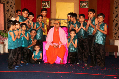 His Divine Holiness Acharya Swamishree blesses young disciples who took part in the devotional dance