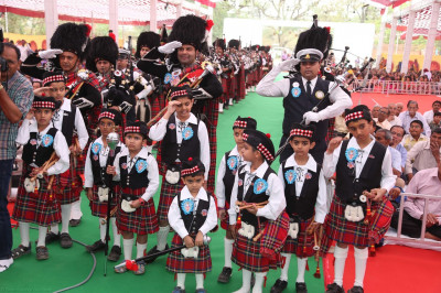 Shree Muktajeevan Swamibapa Pipe Band Maninagar and London salute with cadets