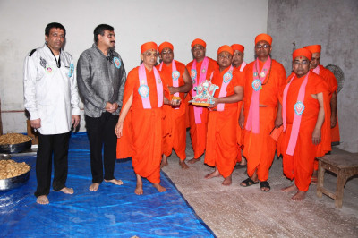 His Divine Holiness Acharya Swamishree consecrates all items to be served as prasad lunch