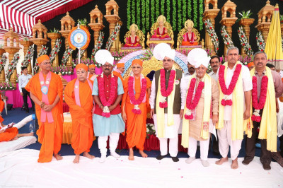 His Divine Holiness Acharya Swamishree blesses all honoured guests