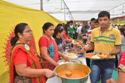Disicples serve delicious mahaprasad lunch