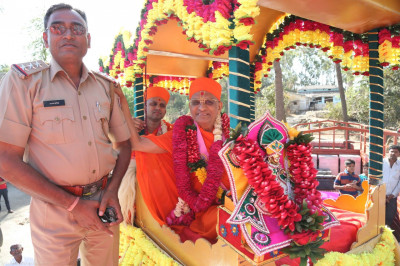 His Divine Holiness Acharya Swamishree blesses the high ranking local police officer