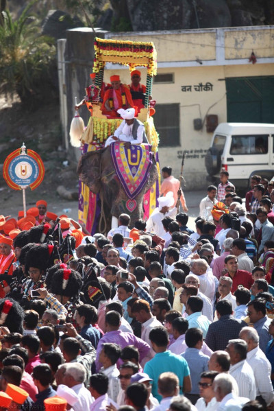 Divine darshan of Acharya Swamishree seated on the elephant during the procession