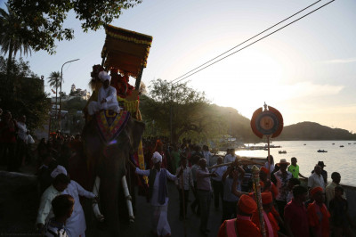 The procession reaches the banks of Lake Nakki
