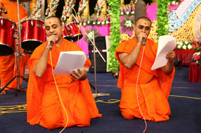 Sants perform devotional songs during raas
