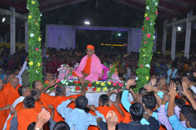 Sants and disciples dance to please Lord Shree Swaminarayan