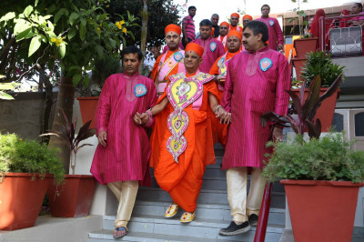 Disciples escort His Divine Holiness Acharya Swamishree to the starting point of the mini procession