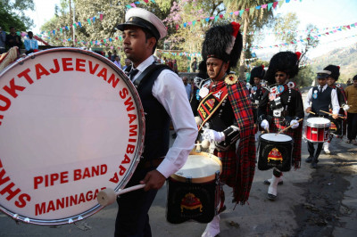 Shree Muktajeevan Swamibapa Pipe Band London and Maninagar perform together