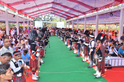Shree Muktajeevan Swamibapa Pipe Band Maninagar and London perform together