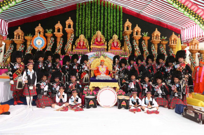 His Divine Holiness Acharya Swamishree blesses Shree Muktajeevan Swamibapa Pipe Band London