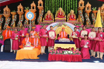 Disciples who have sponsored the scripture recitals offer various gifts to Lord Shree Swaminarayan