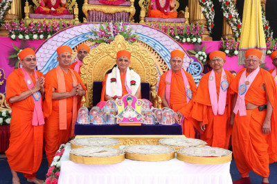 His Divine Holiness Acharya Swamishree blesses all Sadgurus