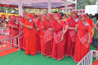 Ascetic ladies (Sankhya Yogis) offer aarti