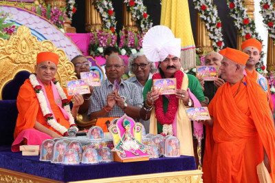 "His Divine Holiness Acharya Swamishree officially releases the new CD of devotional songs entitled  ""Shree Hari Gnana mrut """