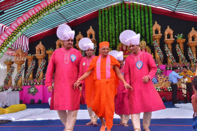 Disciples escort His Divine Holiness Acharay Swamishree from the stage back to the mandir