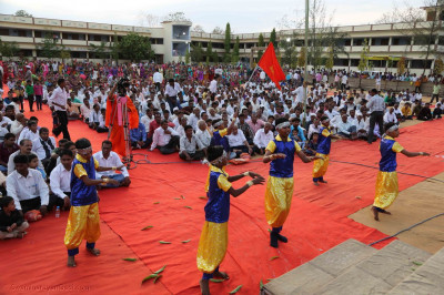 Young disciples of Vaghjipur perform a devotional dance