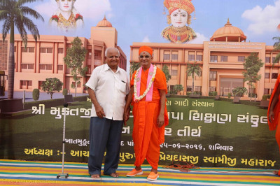 Acharya Swamishree Maharaj gives darshan with a disciple