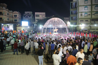 Disciples prepare to commence the Sharad Purnima raas
