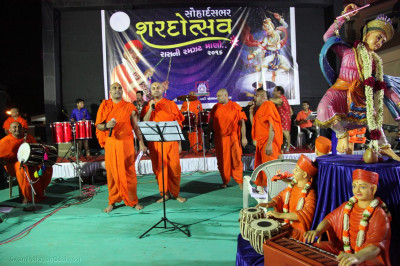 Sants sing kirtans during the raas