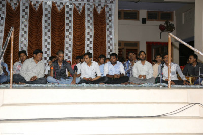 Disciples perform devotional songs to please Lord Shree Swaminarayan
