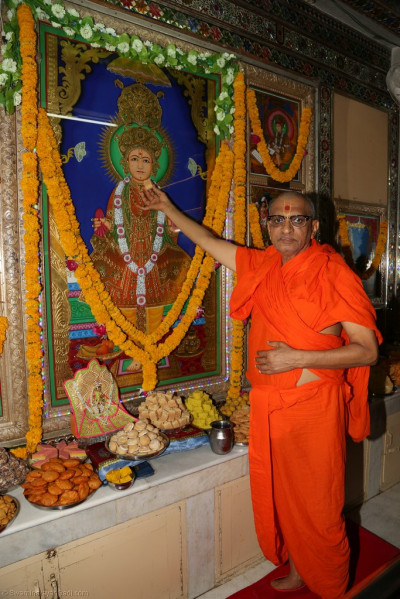 His Divine Holiness Acharya Swamishree offers annakut items to the Lord