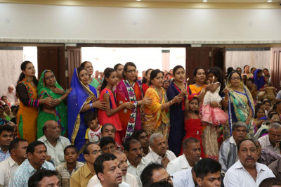 Aarti performed by disciples