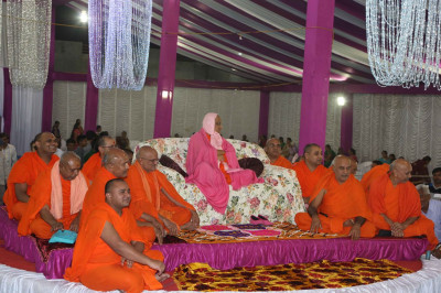 Acharya Swamishree Maharaj gives darshan during the evening raas