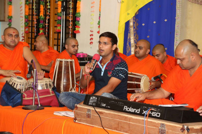 Another kirtan being sung by a disciple