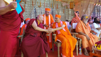 Ven. Dhamma Master Hsin Tao, Museum of Wold Religions in conversation with Acharya Swamishree Maharaj
