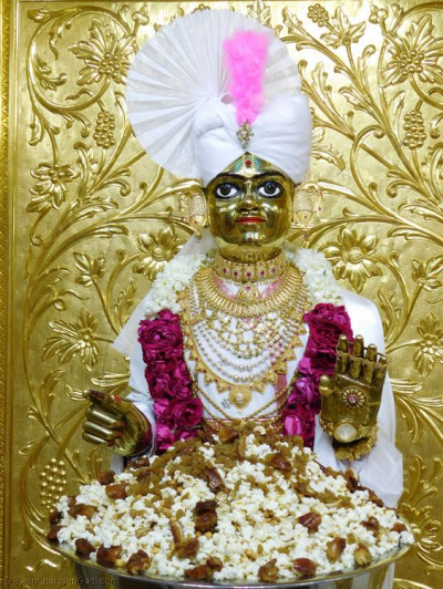 Divine darshan of Shree Harikrishna Maharaj dining on pop corn, dried fruit and various sweets