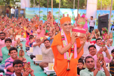 His Divine Holiness Acharya Swamishree, Sants and disciples hold the karsh and coconut