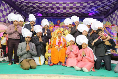 His Divine Holiness Acharya Swamishree blesses disciples who have sponsored the evening programme of devotional songs