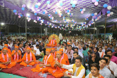 His Divine Holiness Acharya Swamishree, Sants and disciples enjoy the devotional song evening concert