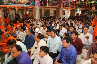 Hundreds of disciples fill Shree Swaminarayan Mandir Bavla