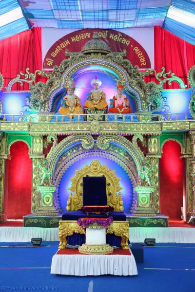 Divine darshan of the grand stage