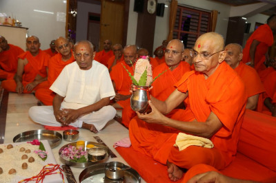 His Divine Holiness Acharya Swamishree and sants perform the maha poojan ceremony