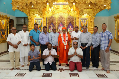 His Divine Holiness Acharya Swamishree blesses the disciples who form the main committee in Bharasar