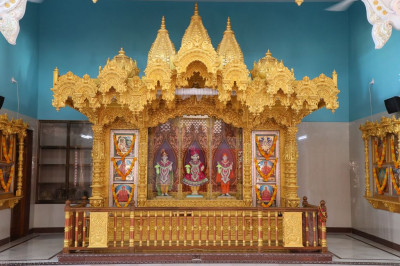 A view of the charming newly installed murti of Lord Shree Swaminarayanbapa Swamibapa at Shree Swaminarayan Mandir Bharasar
